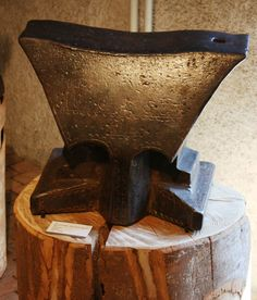 MDF14-02 1834 Anvil, forged with floral decorations.  Iron and Railway Museum, Vallorbe, 2012 expo. Wgt: 136kg.