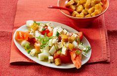 Tomatensalat mit Honigmelone und Schafskäse, ein schönes Rezept mit Bild aus der Kategorie Sommer. 193 Bewertungen: Ø 4,5. Tags: einfach, Früchte, Gemüse, kalt, Salat, Schnell, Sommer, Studentenküche, Vegetarisch, Vorspeise