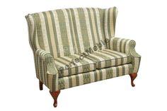 sofa z drewnem w paski