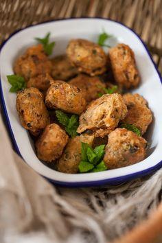 Accras de maquereau©AnneDemayReverdy01 Happy Hour, Beignets, Charcuterie, Potato Salad, Appetizers, Potatoes, Fish, Ethnic Recipes, Ramadan