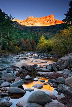 Landscape / Nature, Luces de otoño, Valle de Hecho, Huesca