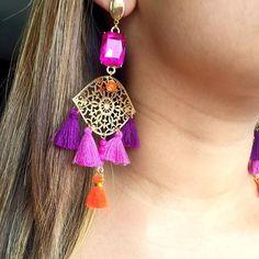 #mulpix Borlas y cristales!! Son un  #musthave   #tassel  #borlas  #moda  #accesories  #accesorios  #bogota  #colombia  #moda  #accesorios  #naranja