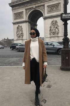 """This Is How to """"French Tuck"""" Your Shirt Like a Fashion Expert - hijab outfit Modest Fashion Hijab, Modern Hijab Fashion, Street Hijab Fashion, Casual Hijab Outfit, Hijab Fashion Inspiration, Muslim Fashion, Mode Inspiration, Look Fashion, Modest Outfits Muslim"""