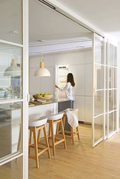 Green Kitchen Designs, Interior Design Kitchen, Kitchen Decor, Kitchen Furniture, Home Design, Cheap Home Decor, Diy Home Decor, White Tile Backsplash, Cuisines Design