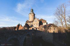 Zamek Czocha - Poland Palaces, Barcelona Cathedral, Castles, Poland, Monument Valley, Medieval, Europe, Building, Nature