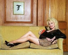 American country singer Dolly Parton, Photo by Corbis. Dolly Parton Pictures, Sexy Older Women, Hello Dolly, Look At You, American Singers, Country Music, Country Singers, Country Girls, Playboy