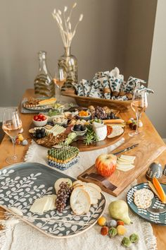 Fall is here and we are loving this table scape from @tableanddine! #mudpiegift #tablescape #fallhomedecor #grazingtable #charcuterie
