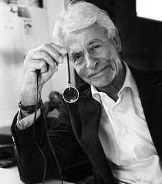 Today we celebrate  Founder Ole Lynggaard is turning 80. Happy Birthday from all of us  You are welcome to post a greeting ❤️ #happybirthday #founder #designer #goldsmith #celebration #80 #olelynggaard #olelynggaardcopenhagen #charlottelynggaard @charlottelynggaard_dk