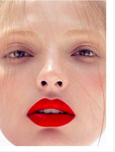 Carola Remer by Camilla Åkrans for Vogue Deutsch September Red lips Camilla, Beauty Make-up, Beauty Hacks, Hair Beauty, Matte Red Lips, Burgundy Lipstick, Perfect Red Lips, Vogue, Beautiful Lips
