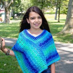 Free crochet pattern: Sea Glaze Poncho by Pattern Paradise Crochet Poncho Patterns, Crochet Scarves, Crochet Shawl, Crochet Clothes, Knit Crochet, Scarf Patterns, Knitted Shawls, Crochet Vests, Crochet Cape