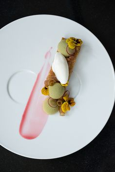 Pastry Chef Leigh Omilinsky Café des Architectes – Chicago, IL | StarChefs.com Baking And Pastry, Pastry Chef, Delicious Desserts, Yummy Food, California Food, Spiced Pear, Spring Desserts, Food Plating, Plating Ideas