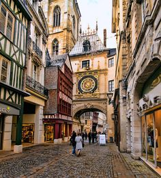 Gros Horloge, Rouen, Haute-Normandie, France - Only great stories from the Old World. Best Vacation Destinations, Best Vacations, Places To Travel, Places To See, Wonderful Places, Beautiful Places, Places Around The World, Around The Worlds, Belle France