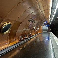 4 Unusual Metro Stations in Paris You Should Visit - Arts et Metiers Station, Tour Eiffel, Paris France, Tube Stations London, Trains, Metro Paris, Romantic Paris, Old Paris, Paris Pics, U Bahn