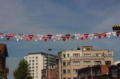 Ook al gezien dat aan bijna elke Gentse schoolpoort sinds kort zone 30-vlagjes wapperen met een zone 30-bordje? Ze hangen er niet zomaar. De actie is een i...