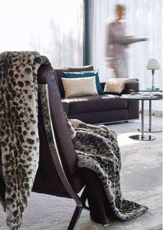 Bontplaid in imitatiebont 'Serval'. Luxe plaid van Winter-home heeft een afmeting van 140cm x 200cm.