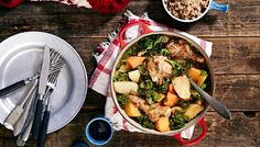 Talvinen kana-kasvispata. Paljon kuorimista ja paloittelua kasviksissa. Herkullinen ruoka kunhan osaa broilerin paloittelun.