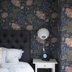 Decorate your bedroom walls with wallpaper Ava blue - Sandberg Wallpaper Dark Blue Wallpaper, Blue Flower Wallpaper, Kids Wallpaper, Blue Wallpapers, Moody Wallpaper, Bedroom With Wallpaper, Wallpaper Designs, Dark Blue Flowers, Accent Wall Bedroom
