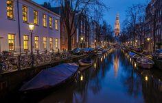 Viajar y recordar viendo fotos donde he estado.Night Canal, Amsterdam, The Netherlands photo via sulap