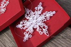 DIY - Paper snowflake Quilled Christmas ornament