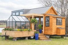 This small miniature house with a winter garden is g - Winterga .- Dieses kleine Miniaturhaus mit Wintergarten ist g – Wintergarten Ideen This small miniature house with winter garden is g / house - Tiny House Company, Tiny House Listings, Tiny House Movement, Modern Tiny House, Tiny House Design, Tiny House Family, Tiny Houses For Sale, Tiny House On Wheels, Tiny Houses Plans With Loft