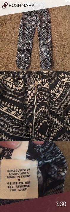 Black and White Aztec Pants with Sliver Zipper Elastic waist band and elastic around ankles. NEVER WORN! Spacegirls Pants Ankle & Cropped