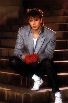 those red gloves... ay ay ayyyyy   http://glamourjunkiegirl.tumblr.com/post/26642508072    Duran Duran- John taylor