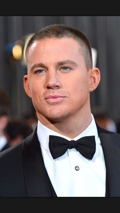 Channing Tatum Photos - Actor Channing Tatum arrives at the Oscars at Hollywood & Highland Center on February 2013 in Hollywood, California. - Red Carpet Arrivals at the Oscars Best Short Haircuts, Haircuts For Men, 1940s Hairstyles, Cool Hairstyles, Hairstyle Men, Channing Tatum Hair, Buzz Cut For Men, Short Hair Cuts, Short Hair Styles