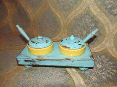 Pentru sare şi piper. http://moodboards.ro/10-obiecte-via-etsy-com-care-iti-vor-bucura-casa/