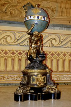 """Horloge à globe """"portée par Atlas"""" par Jacques Augustin Thuret /Charles Boulle Paris XVIIe siecle (Collection Farnese, Palazzo Reale Naples)"""