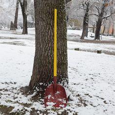 Die hochwertige Schneeschaufel wird in einem österreichischen Traditionsunternehmen hergestellt und hat eine besonders schneeabweisende Oberfläche. Das verwendete Aluminium wird mit Hilfe von echter Schmiedetechnik zu einem Werkzeug mit höchster Güte verarbeitet. Shovel, Aluminium, Nature, Outdoor, Products, Patio, Hydroelectric Power, Wine, Things To Do