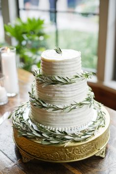 3 tier cake, rustic, olive branches | Photography: Amy Cambell Photography