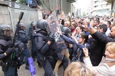 The Nicest Pictures: police spain in catalonia - 1 october 2017 Riot Police, Cool Pictures, Spain, Cat, October, Pictures, Get Well Soon, Men, Walk In