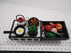 Reciclando cajas de cerillas - Recycling matchboxes. ¿Ponemos en marcha la inventiva?.