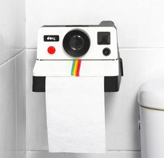 Flashback to the in your bathroom with this Polaroid toilet roll holder. Give your guests something to chuckle about with this toilet paper holder which looks just like a Polaroid camera, but this one dispenses toilet paper instead of film.