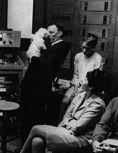 Vintage Photos: Celebrities And Their Favorite Dogs: LAist . Frank Sinatra relaxes with Mia Farrow's white dog Fluffy during a break in a recording session with his daughter Nancy. (Photo by Keystone Features/Getty Images) Joey Bishop, Sammy Davis Jr, Mia Farrow, King Of The World, Star Show, Movie Couples, Vintage Dog, Interesting Faces, Elvis Presley