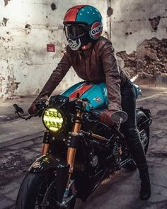 The particular Bike is perfect for these who wish to go to some coffee house Vintage Motorcycles, Custom Motorcycles, Custom Bikes, Cars And Motorcycles, Sportbike Motorcycles, Cafe Racer Motorcycle, Motorcycle Design, Motorcycle Style, Women Motorcycle