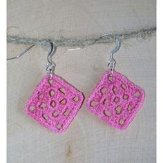 Virkatut korvakorut - Pinkit isoäidinneliöt Crochet Designs, Diy Jewelry, Diy And Crafts, Crochet Earrings, Projects To Try, Mosaics, Gifs, Ear Studs, Jewels
