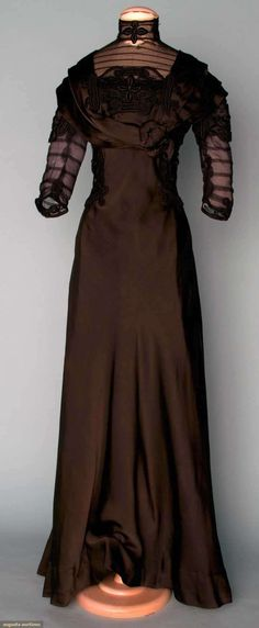 BLACK SILK TEA GOWN, c. 1910