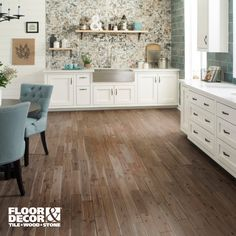 From solid hardwood floors to patterned backsplashes, we have everything you need to design the kitchen of your dreams at Floor & Decor.