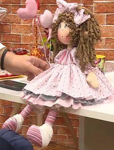 Vivi (projeto) Homemade Dolls, Primitive Folk Art, Hand Embroidery Stitches, Doll Patterns, Art Dolls, Harajuku, Quilts, Handmade, Crocheting