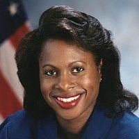 Dr Joan Elizabeth Miller Higginbotham( 1964-) ingénieure et titulaire d'un baccalauréat et de deux maîtrises, est la deuxième femme afro-américaine à devenir astronaute pour la NASA. Elle a participé activement à 53 lancements de navette spatiale pendant son mandat de 9 ans au Centre spatial Kennedy. Elle est la troisième femme afro-américaine à aller dans l'espace en 2006, après Mae Jemison et Stephanie Wilson. Elle est également une femme sans enfant.femmesansenfant.com