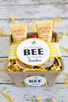 Teacher Appreciation Gift Ideas & Printables How cute is this! Burt's Bees Teacher Gift Idea with Free Printable Tags // Smashed Peas and CarrotsHow cute is this! Burt's Bees Teacher Gift Idea with Free Printable Tags // Smashed Peas and Carrots Bee Teacher Gifts, Bee Gifts, Teacher Gift Baskets, Teacher Valentine, Valentine Gifts, My Favourite Teacher, Free Printable Tags, Free Printables, Teacher Appreciation Week