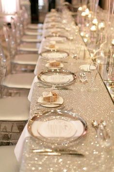 Wedding Designs wedding trends 2019 long table with silver tablecloth and plates mango studios - We have collected 30 super hot wedding trends Bold colors, romantic flowers, fairy lighting and other lovely ideas in our gallery to inspire you. Wedding Themes, Wedding Designs, Wedding Venues, Wedding Ideas, Long Wedding Tables, Long Tables, Head Tables, Toronto Wedding, Wedding Dresses