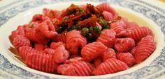 """Per noi è la """"biarrava"""", indispensabile nella bagnacaoda, ma il suo nome è bietola da orto o bietola rossa. Le sue origini sono mediterranee, la troviamo in molte ricette di cucina etnica nord african"""