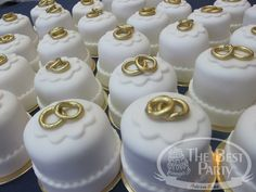 Mini Bolos Individual Wedding Cakes, Mini Wedding Cakes, Pretty Wedding Cakes, Wedding Candy, Wedding Cookies, Wedding Cake Designs, Fancy Cakes, Mini Cakes, Cupcake Cakes