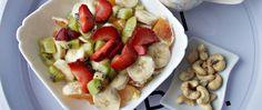 salata de fructe si caju Waffles, Eat, Breakfast, Food, Salads, Morning Coffee, Essen, Waffle, Meals