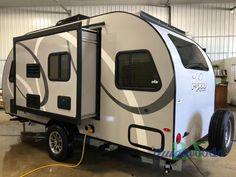 New 2020 Forest River RV R Pod RP-190 Travel Trailer at Quietwoods RV | Neenah, WI | #20424 Small Rv Campers, Light Travel Trailers, Rv Campers For Sale, Best Travel Trailers, Small Camper Trailers, Camper Trailer For Sale, Travel Trailer Camping, Small Trailer, Camp Trailers