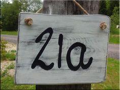 Hausnummern - Hausnummer gefräst, shabby - ein Designerstück von raupenholz bei DaWanda