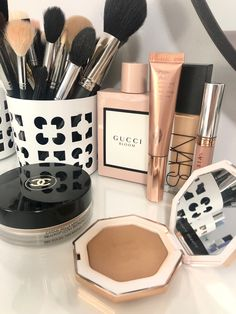 Aesthetic Beauty, Aesthetic Makeup, Perfume, Beauty Bar, Beauty Makeup, Minimal Beauty, Expensive Makeup, Fresh Makeup, Cruelty Free Makeup
