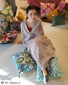 Relax #les_ottomans @maison_b #espadrillas #espadrilles #shoes #silk #velvet #pillows #fashion #accessories #womenswear #spring #summer #new #collection #handmade #italy #custommade #pillows #interior #design #interiordesign #designer #home #decor #decoration #fashionblogger #relax #kaftan #nomad #mood #weekend ・・・ Nuovi Arrivi @les_ottomans @alysiofficial